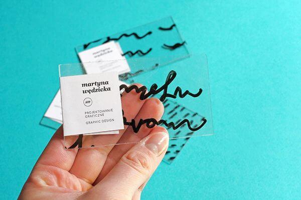 Átlátszó kézírásos névjegykártya